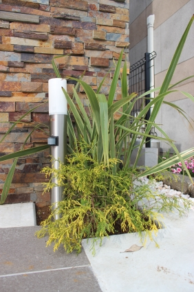 千葉県佐倉市 F様邸(新築)のお庭 割石仕上げの門柱がある造園リフォーム 施工事例