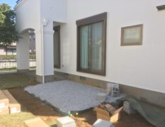 千葉県佐倉市にお住いのお客様のお庭|古くなったデッキを人工樹脂デッキにリフォーム