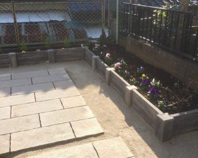 植栽との相性が良いナチュラルなアプローチと花壇|千葉県佐倉市にお住いのH様邸の新築外構