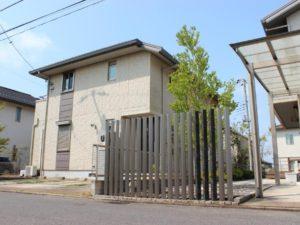アクセントの効いたオリジナルの目隠しフェンス|千葉県成田市にて庭のリフォーム工事